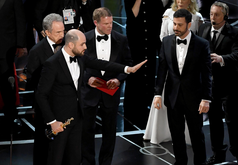 Oscars Ballot Counters: We Blew It, Warren Beatty Given Wrong