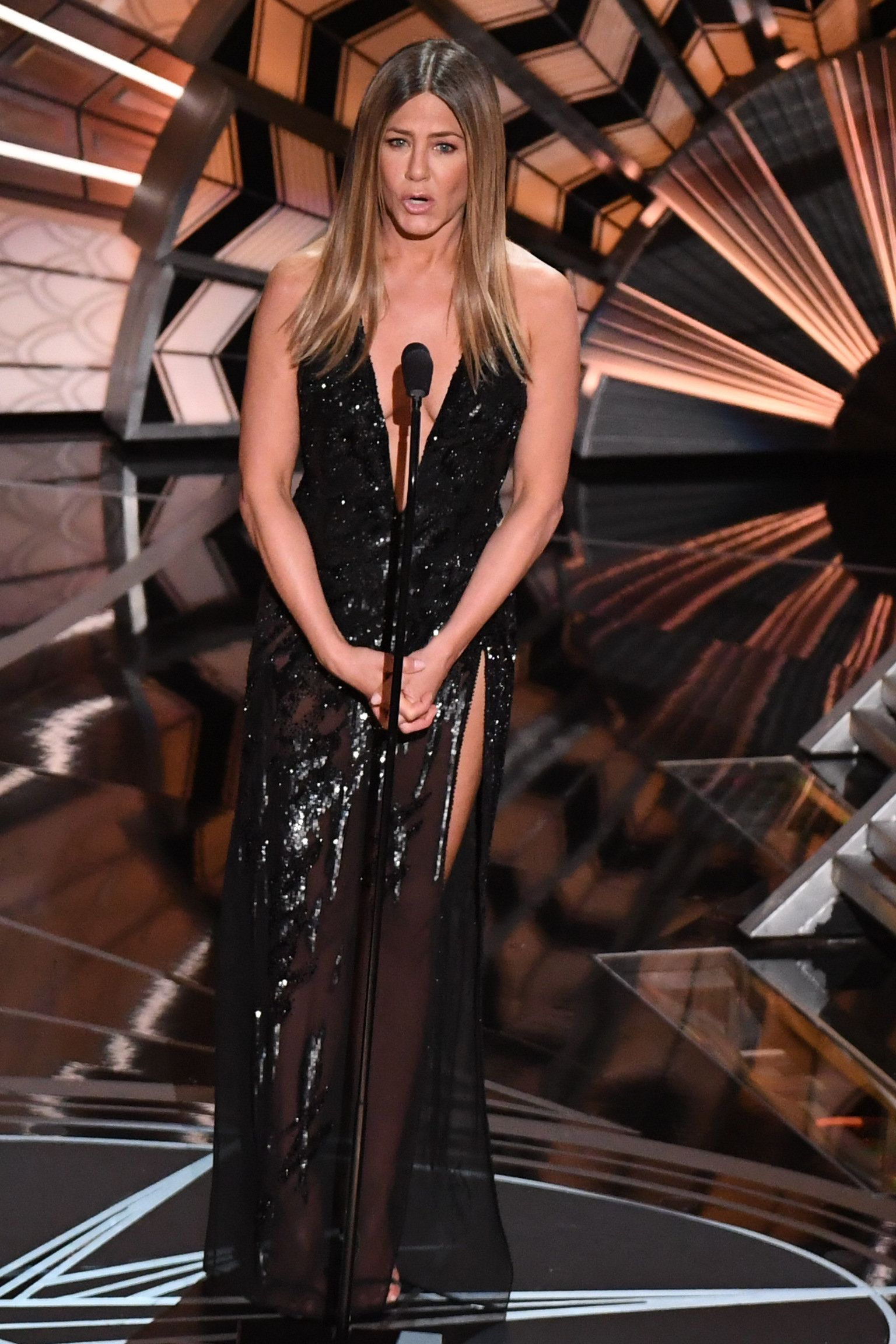 Jennifer Aniston Pays Emotional Tribute To Bill Paxton At The