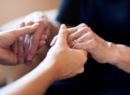 How To Help Someone Who's Grieving: 10 Dos And Don'ts For Offering Support