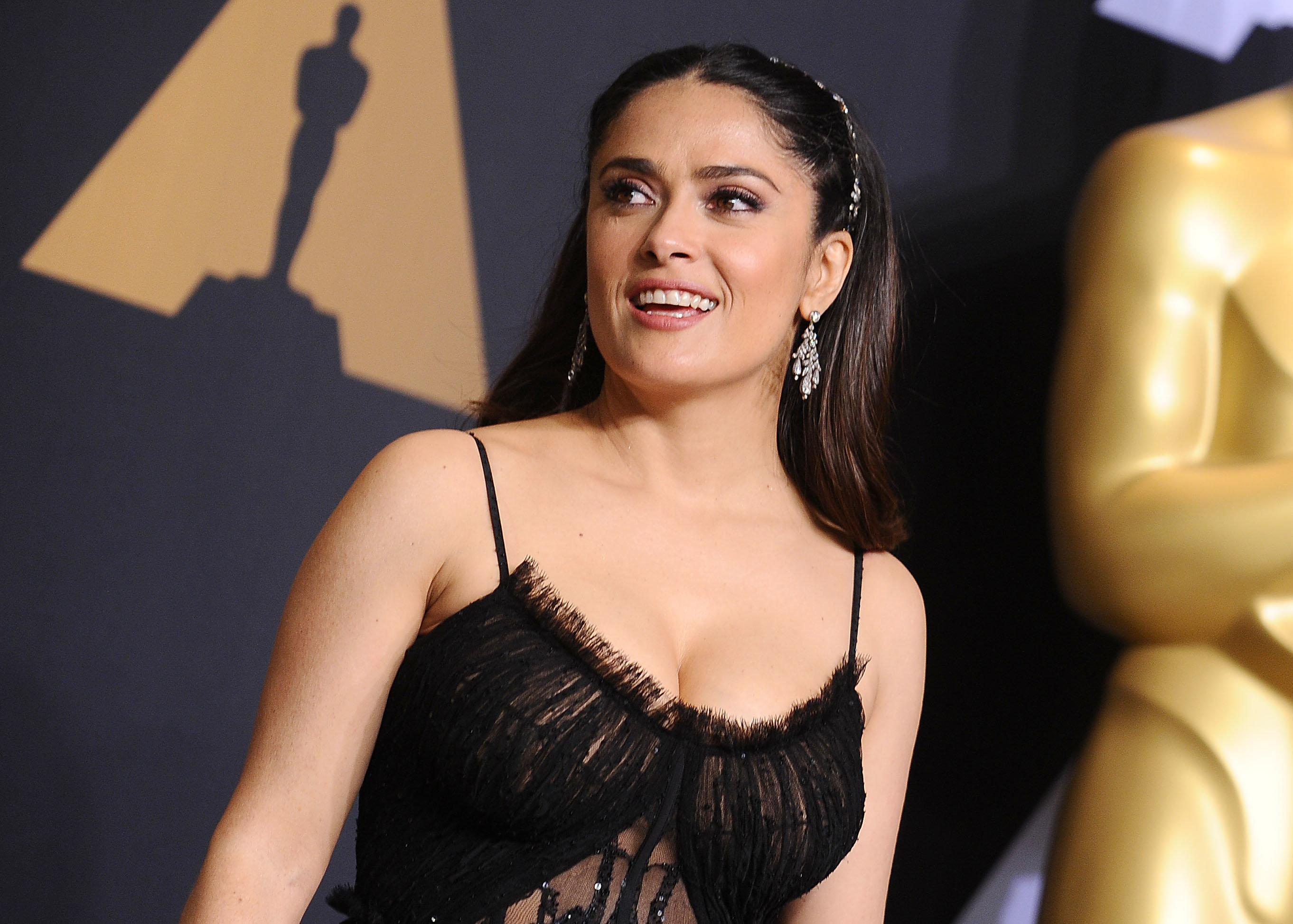 Salma Hayekposes at the 89th Academy Awards.