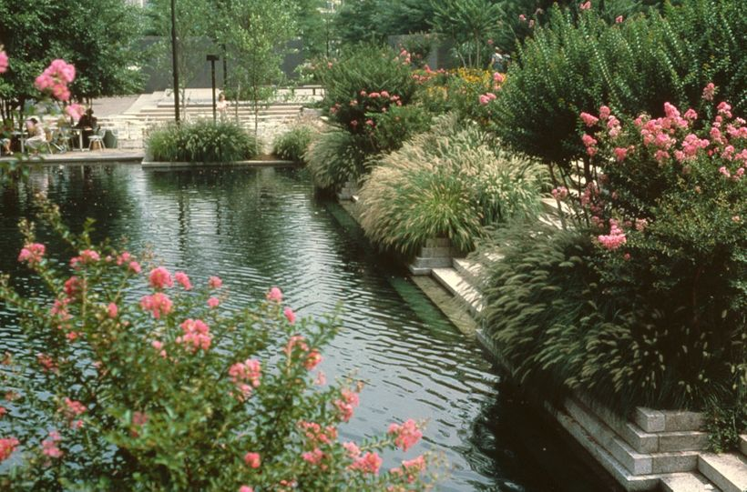 Pershing Park, c. 1980s. Photograph courtesy Oehme van Sweden & Associates.