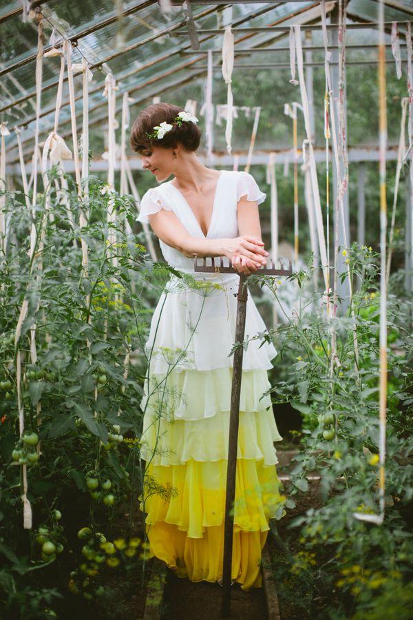 "<i>Dress by <a href=""http://lillijahilo.com/"" target=""_blank"">Lilli Jahilo</a></i>"