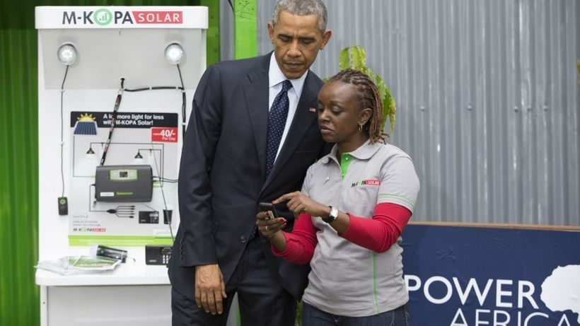 <strong><em>An agent in Nairobi explains to former US President Barack Obama how a social-enterprise organisation is helping