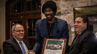 JERUSALEM - FEBRUARY 26:  Amar'e Stoudemire (c) smiling as Awarded The Martin Luther King Jr. Award By The State of Israel, Jewish National Fund and the Jewish Community Relations Council of New York, on February 26, 2017 in Jerusalem, Israel.Consul General of Israel in New York Ambassador Dani Dayan and JNF-USA CEO Russell Robinson presented Stoudemire with the award Sunday night during a reception at the Mount Zion Hotel in Jerusalem.