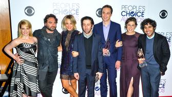 LOS ANGELES, CA - JANUARY 06:  (L-R) Actors Melissa Rauch, Johnny Galecki, Kaley Cuoco, Simon Helberg, Jim Parsons, Mayim Bialik and Kunal Nayyar pose with awards in the press room during the People's Choice Awards 2016 at Microsoft Theater on January 6, 2016 in Los Angeles, California.  (Photo by Allen Berezovsky/Getty Images)