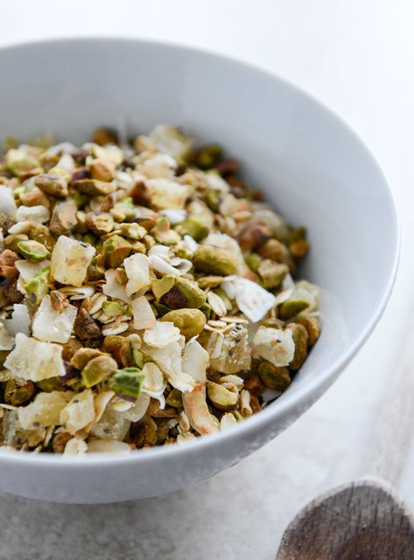 """<strong>Get the <a href=""""http://www.howsweeteats.com/2014/01/toasted-pistachio-and-pineapple-muesli/"""" target=""""_blank"""">Toasted"""