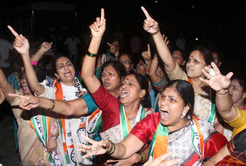 Clash between BJP and NCP supporters as NCP supporters protest against Mumbai BJP President Ashish Shelar for the growing cri