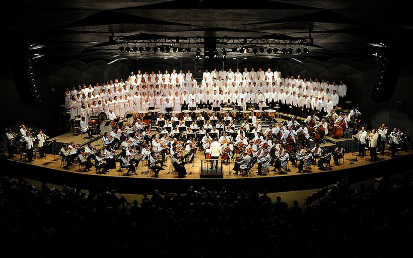 Boston Symphony Orchestra and Tanglewood Festival Chorus conducted by Charles Dutoit