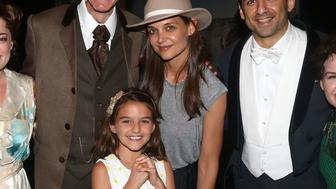 NEW YORK, NY - JULY 30:  (EXCLUSIVE COVERAGE) (L-R) Grandmother Kathleen Holmes, Laura Michelle Kelly as 'Sylvia Llewelyn Davies', Paul Slade Smith as 'Charles Frohman', Suri Cruise, mother Katie Holmes, Tony Yazbeck as 'J.M. Barrie' and Amy Yakima as 'Peter Pan' pose backstage at the hit musical 'Finding Neverland' on Broadway at The Lunt Fontanne Theatre on July 30, 2016 in New York City.  (Photo by Bruce Glikas/Bruce Glikas/FilmMagic)