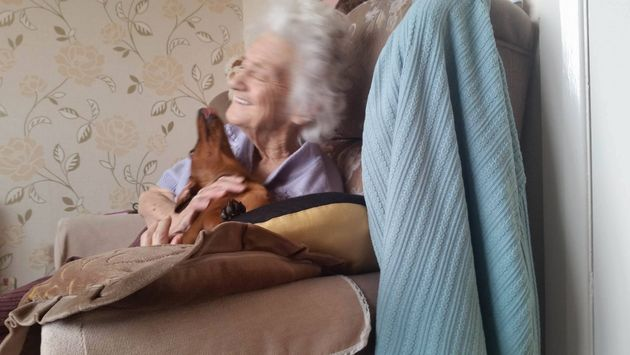 Grandma, 95, With Alzheimer's Lights Up When She Plays With Her Therapy