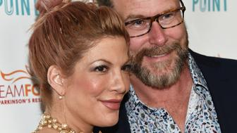 STUDIO CITY, CA - JULY 27:  Actress Tori Spelling (L) and actor Dean McDermott arrive at the Raising The Bar To End Parkinson's event at Laurel Point on July 27, 2016 in Studio City, California.  (Photo by Amanda Edwards/WireImage)
