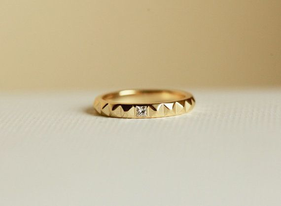 """<i>Buy it <a href=""""https://www.etsy.com/listing/224910508/gold-pyramid-ring-gold-stud-ring?ref=shop_home_active_3"""" target=""""_b"""