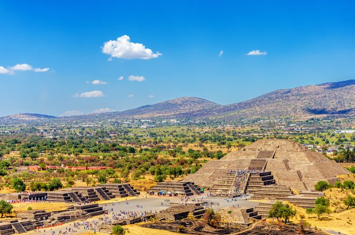"The ruins&nbsp;of <a href=""http://whc.unesco.org/en/list/414"" target=""_blank"">Teotihuacan</a>&nbsp;are&nbsp;about an <a href=""https://www.google.com/maps/dir/Mexico+City,+CDMX,+Mexico/San+Juan+Teotihuacan+de+Arista,+State+of+Mexico,+Mexico/@19.5532373,-99.1433914,11z/data=!3m1!4b1!4m13!4m12!1m5!1m1!1s0x85ce0026db097507:0x54061076265ee841!2m2!1d-99.133208!2d19.4326077!1m5!1m1!1s0x85d1eaf94e01ddc9:0xc77ed523147164da!2m2!1d-98.8721186!2d19.685267"" target=""_blank"">hour's drive away</a>."