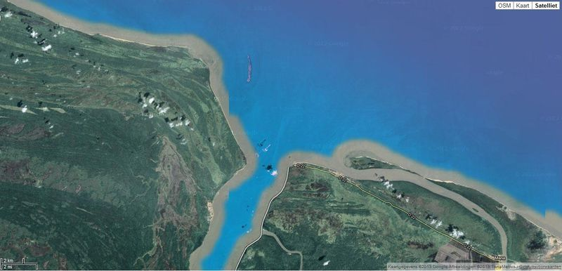 Google earth image of the Maroni river estuary, with Galibi Village on the left bank underneath the mouth of the river