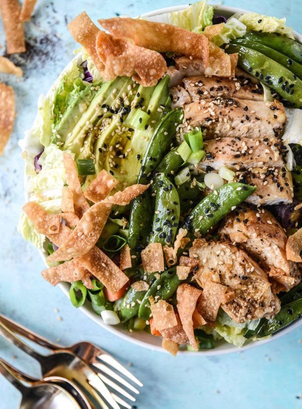 """<strong>Get the <a href=""""http://www.howsweeteats.com/2016/08/chinese-chicken-salad-with-sesame-garlic-vinaigrette/"""" target=""""_"""
