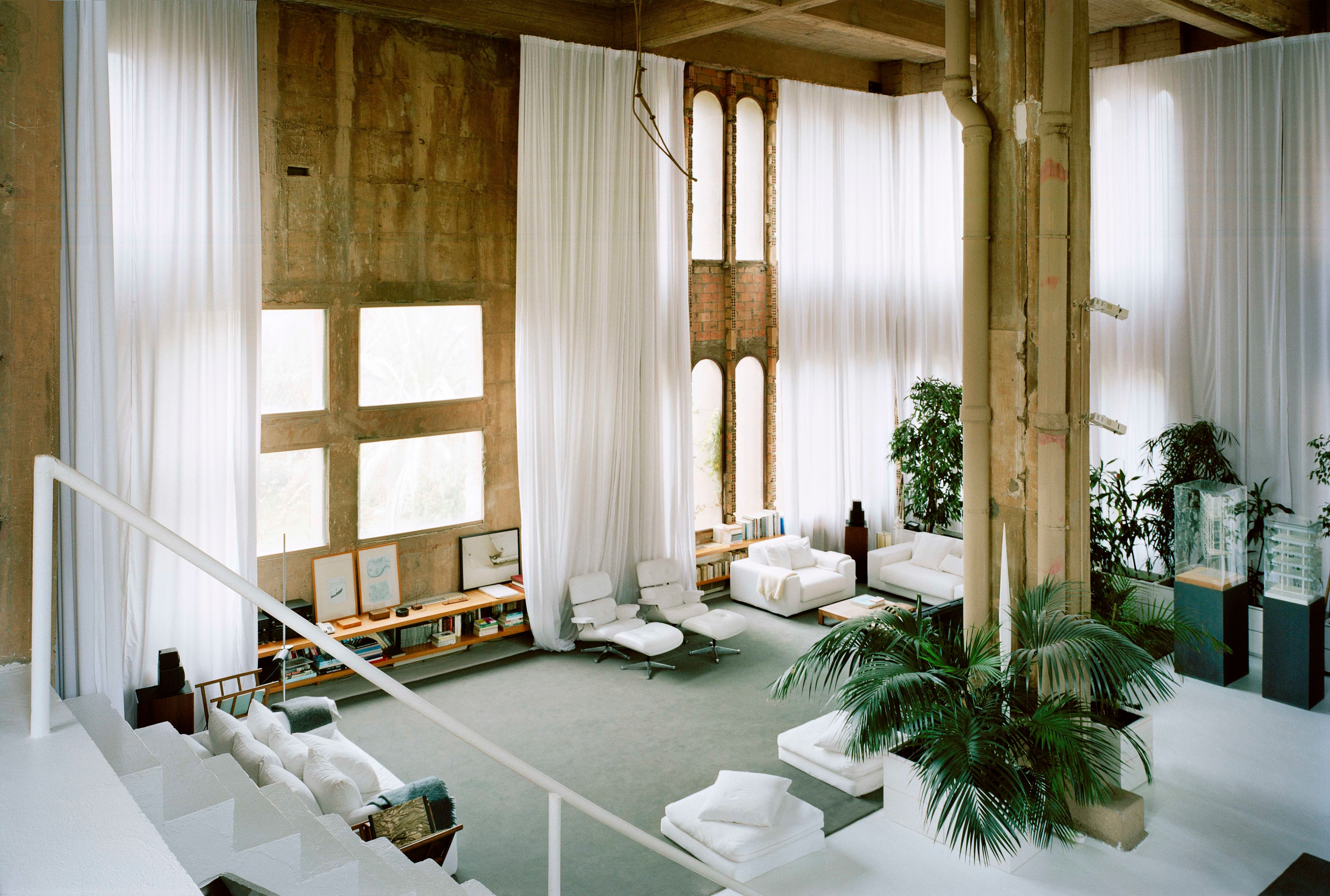"""<a href=""""http://www.ricardobofill.com/la-fabrica/read/"""" target=""""_blank"""">A perfect cube</a>, the main living room is meant to"""
