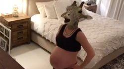 La loca historia detrás de esta embarazada con una careta de