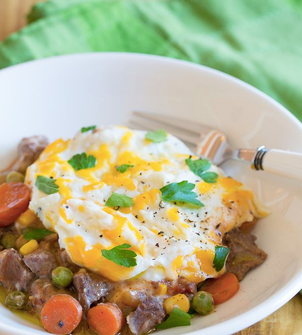 "<strong>Get the <a href=""http://www.aspicyperspective.com/slow-cooker-shepherds-pie-recipe/"" target=""_blank"">Slow Cooker Guin"