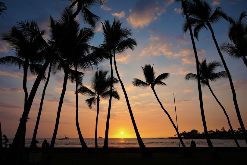 The parks along the seafront in Kailua face directly west, making them perfect for sunsets.