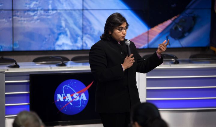 Dr. Anita Goel addresses NASA Social attendees during a pre-launch briefing.