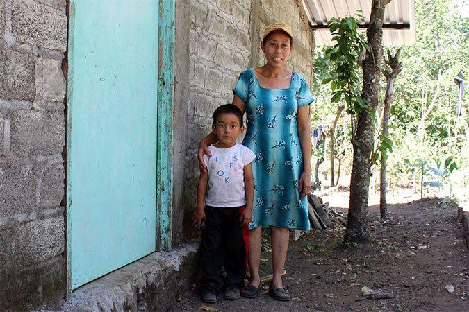 Mercedes Sanchez de Garcia with her youngest son. Photo: UN Women/Monika Remé