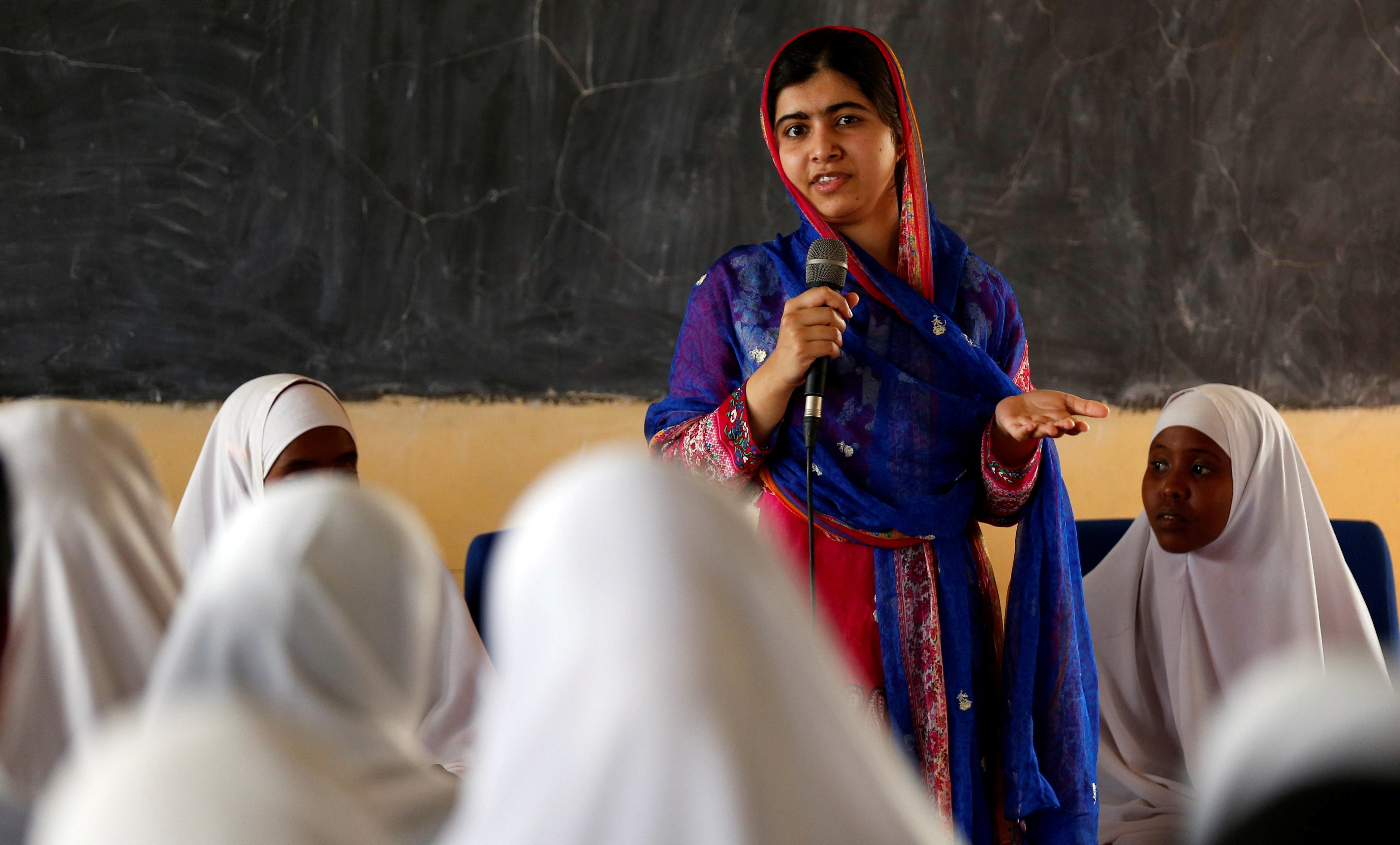 "Malala Yousafzai isa <a href=""https://www.channel4.com/news/malala-yousafzai-im-a-feminist-and-a-muslim"" target=""_blank"