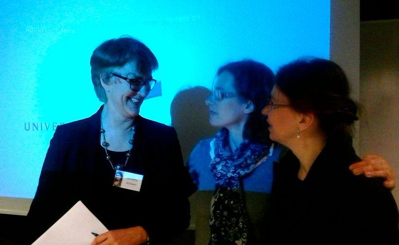 The final presenter Annette Kliewer (left) with organizers Britta BenertandRomana Weiershausen (R).