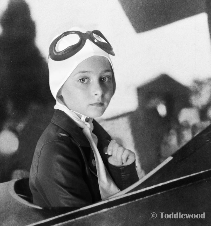 Kristen as Amelia Earhart