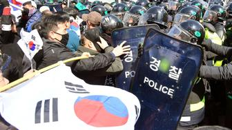 Protesters supporting South Korean President Park Geun-hye clash with riot policemen near the Constitutional Court in Seoul, South Korea, in this photo taken by Kyodo on March 10, 2017. Mandatory credit Kyodo/via REUTERS ATTENTION EDITORS - THIS IMAGE WAS PROVIDED BY A THIRD PARTY. EDITORIAL USE ONLY. MANDATORY CREDIT. JAPAN OUT. NO COMMERCIAL OR EDITORIAL SALES IN JAPAN.  TPX IMAGES OF THE DAY