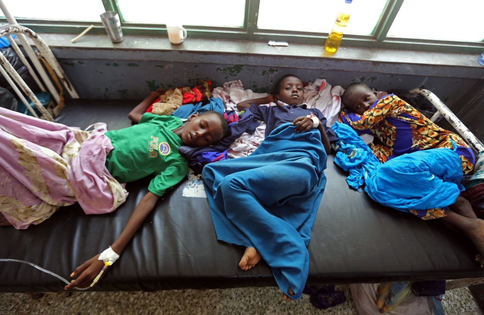 "Somali children share a bed inside Banadir hospital on March 9. According to the United Nations, <a href=""http://www.alj"