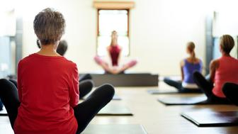 Shot of a group of women meditating in a pilates classhttp://195.154.178.81/DATA/i_collage/pu/shoots/806460.jpg