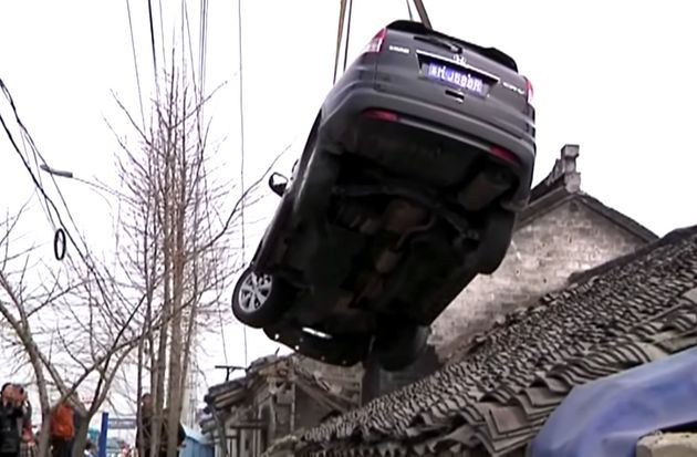 Auto  spins off road, lands on roof in China