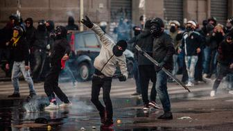 Clashes during the rally organized by citizens and social community against the political meeting of Matteo Salvini, against the political meeting of Matteo Salvini, general secretary of Italian far-right party Lega Nord, into 'Mostra d´Oltremare' in Naples on March 11, 2017. (Photo by Paolo Manzo/NurPhoto via Getty Images)