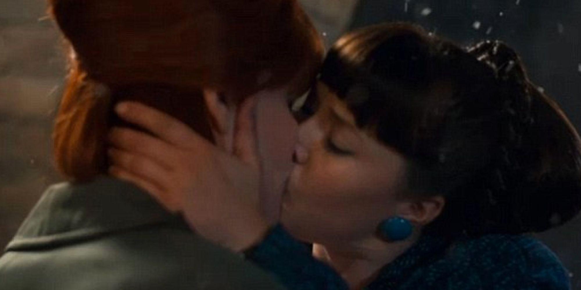 image Midnight caller lesbian scene