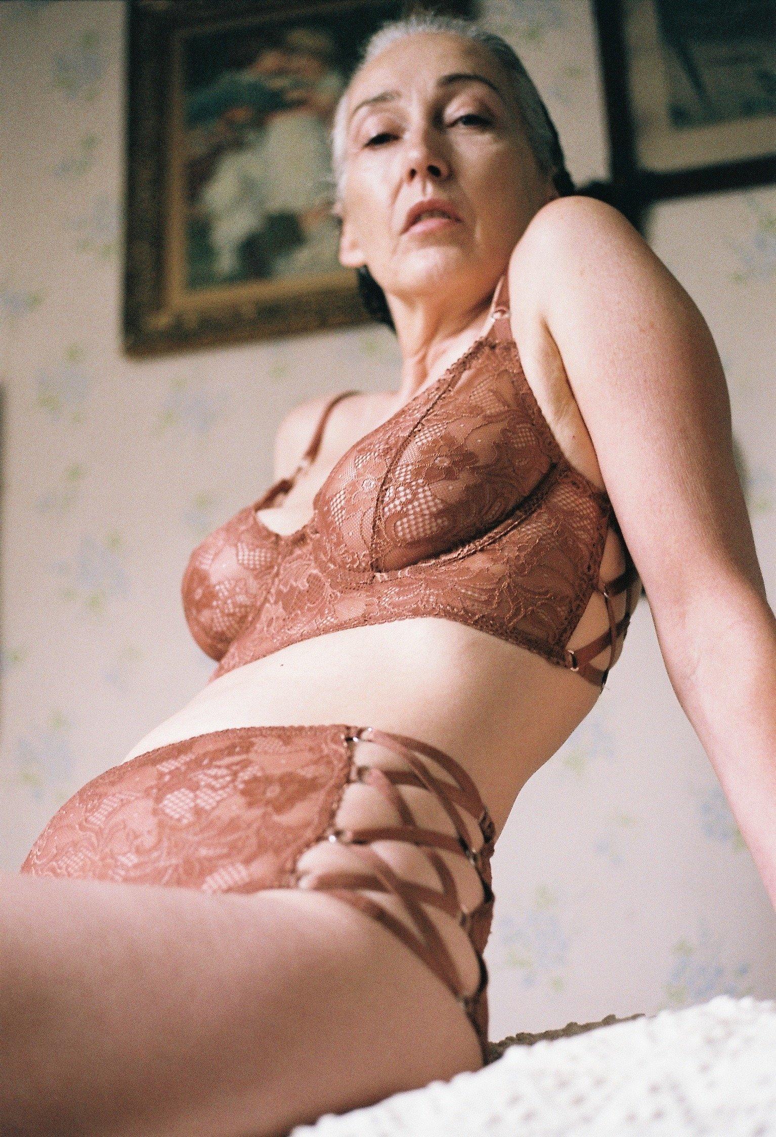 Amateur michele is pregnant