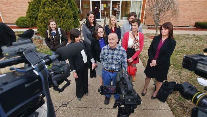 Floyd Bledsoe, center, after walking out of the Oskaloosa, Kansas, courthouse a free man in December 2015, after new evidence