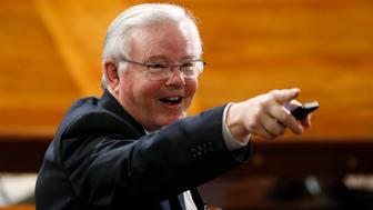 U.S. Rep Joe Barton (R-TX) points to another attendee in the House chamber prior to Israeli Prime Minister Benjamin Netanyahu's address to a joint meeting of Congress on Capitol Hill in Washington, March 3, 2015. REUTERS/Jonathan Ernst (UNITED STATES  - Tags: POLITICS)