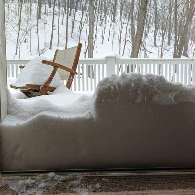 大雪でアメリカ東部が混乱 6000便欠航、大規模停電も(画像)