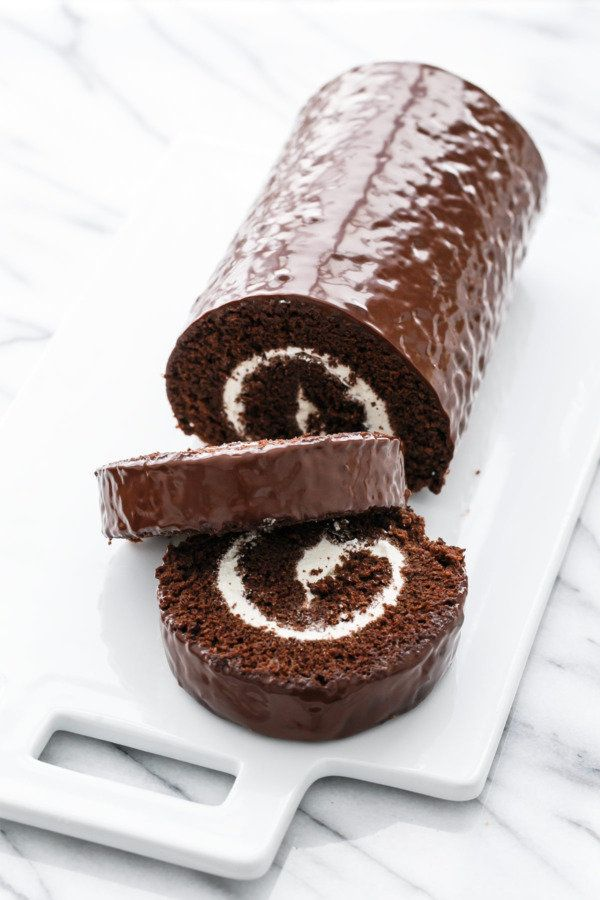 """<strong>Get the <a href=""""http://www.loveandoliveoil.com/2016/10/giant-swiss-cake-roll.html"""" target=""""_blank"""">Giant Swiss Roll"""