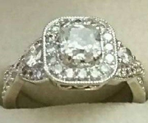 A photo of the ring stolen from Megan Starich.