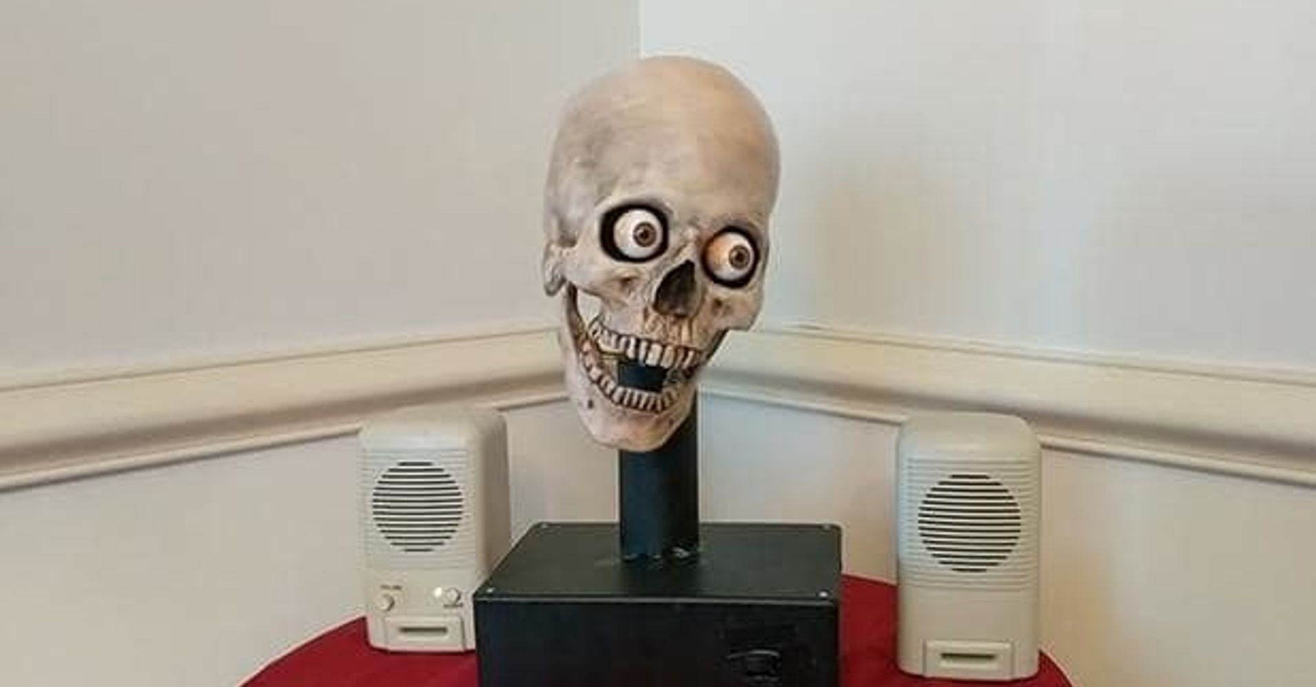 man turned an alexa into a talking skull that is the stuff of nightmares huffpost. Black Bedroom Furniture Sets. Home Design Ideas