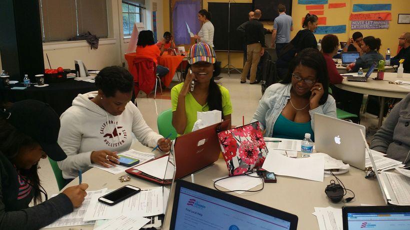 Enroll America volunteers call uninsured consumers to offer enrollment help.