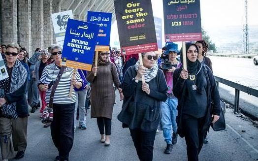200 Israeli and Palestinian women on a silent walk on the path for peace