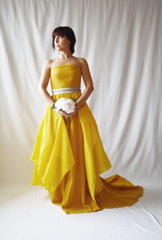 "<i>Dress by <a href=""https://www.etsy.com/listing/228268949/wedding-dress-yellow-wedding-dress"" target=""_blank"">AliceCloset</"