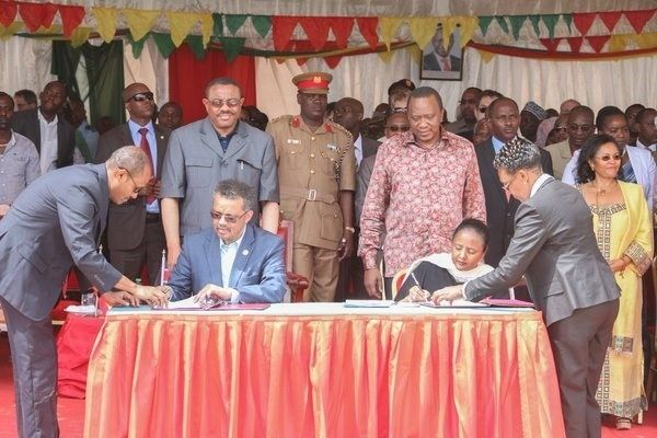 <em>President Uhuru Kenyatta and Ethiopian Prime Minister Hailemariam Desalegn witness as former Foreign Minister Ethiopia, T