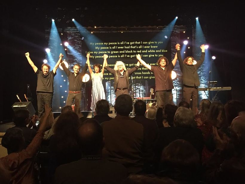 Arlo Guthrie Band. L to R Terry Hall, Bobby Sweet, Sarah Lee Guthrie, Arlo Guthrie, Abe Guthrie, DarrenTodd