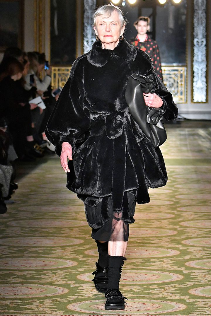 "<a href=""http://www.huffingtonpost.com/entry/this-72-year-old-model-owned-the-runway-at-london-fashion-week_us_58b06a19e4b060480e076ed9"">Jan de Villeneuve, who is 72</a>, exhibited timeless and ageless style at Simone Rocha."