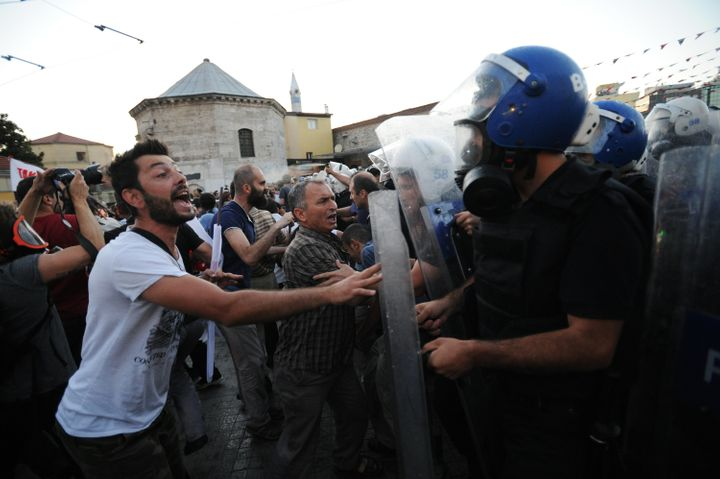 Turkish police clash with anti-government protesters in Istanbul over the Gezi Park redevelopment project. June 22, 2013.