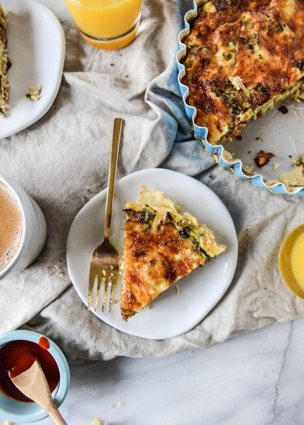 "<strong>Get the <a href=""http://www.howsweeteats.com/2015/12/roasted-broccolini-bacon-and-caramelized-shallot-quiche/"" target"