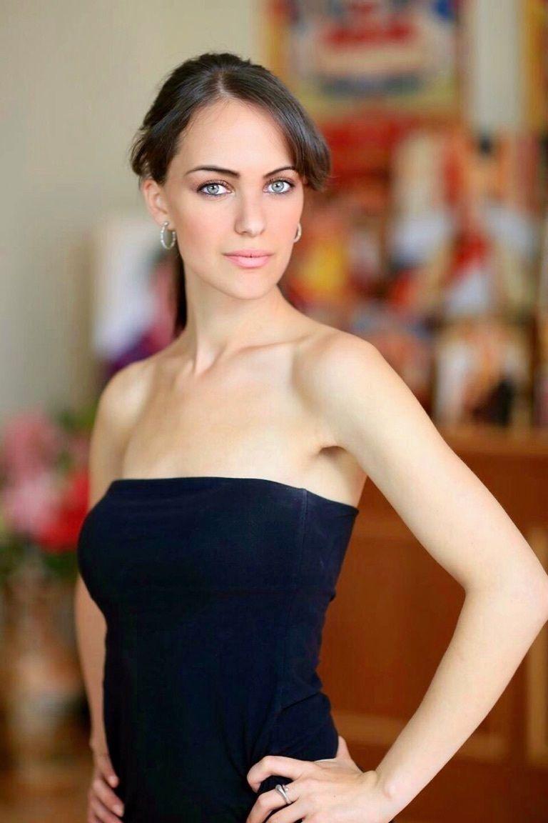 Izabella Steele